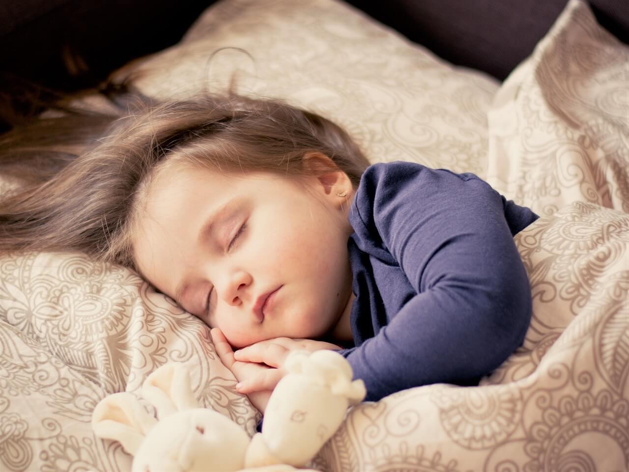 bébé en plein sommeil