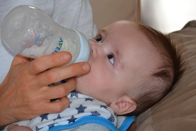 hoquet nourrisson bébé lors de l'allaitement