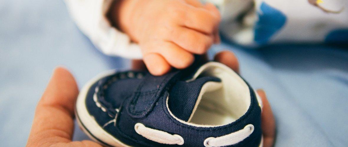 85a8b49016e23 Choisir les bonnes chaussures bébé pour ses premiers pas